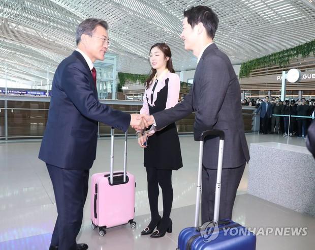 Sau vợ Song Hye Kyo, đến lượt Song Joong Ki lịch lãm, điển trai dự sự kiện tầm cỡ cùng Tổng thống Hàn - Ảnh 12.
