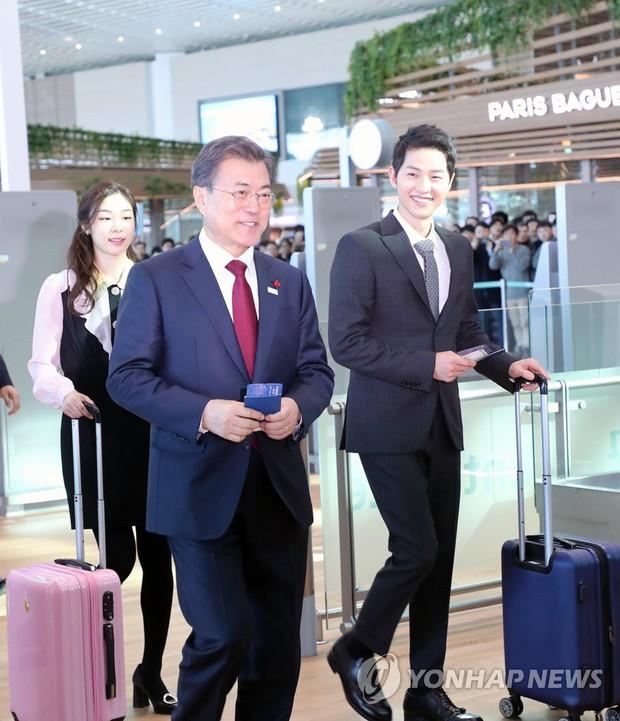 Sau vợ Song Hye Kyo, đến lượt Song Joong Ki lịch lãm, điển trai dự sự kiện tầm cỡ cùng Tổng thống Hàn - Ảnh 10.