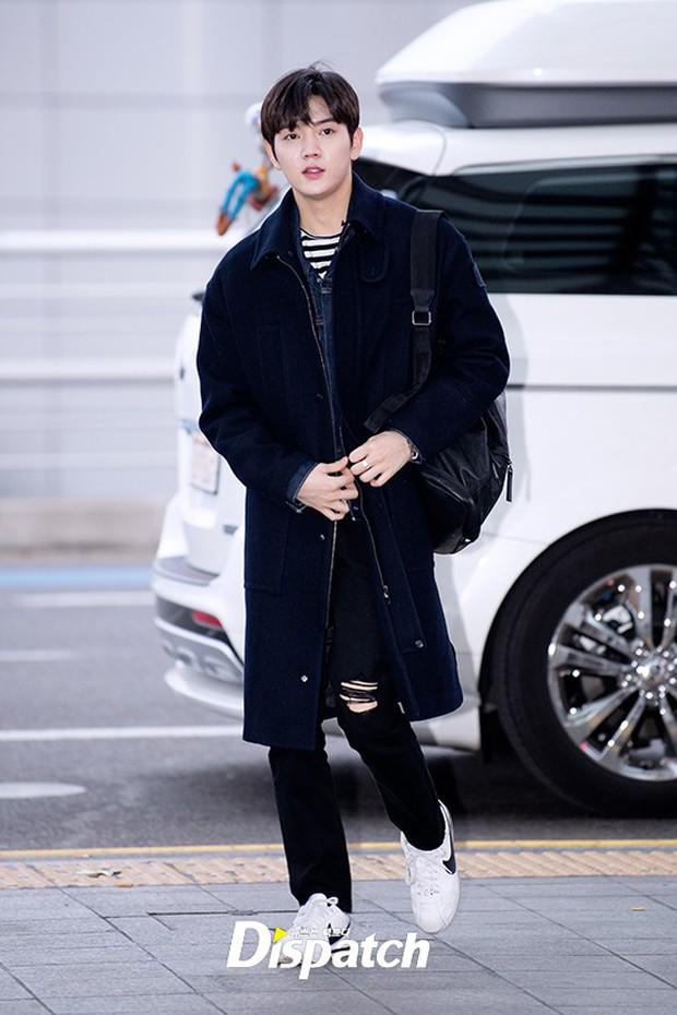 Dàn trai đẹp Wanna One khiến sân bay náo loạn vì chật kín fan, mỹ nam nhóm NUEST lại đẹp hơn cả con gái - Ảnh 21.