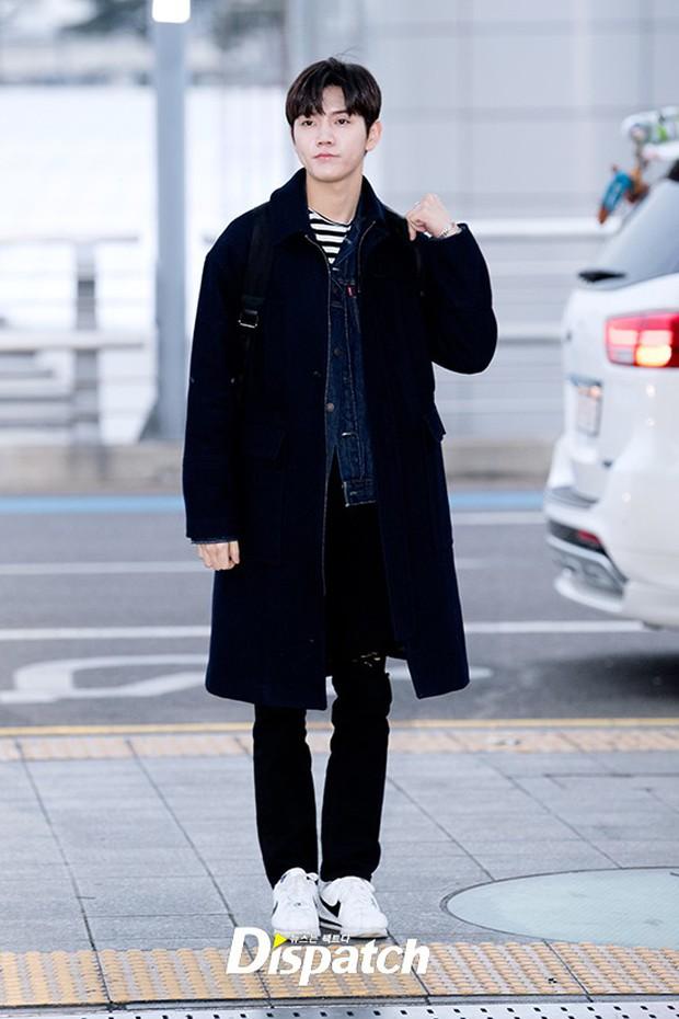 Dàn trai đẹp Wanna One khiến sân bay náo loạn vì chật kín fan, mỹ nam nhóm NUEST lại đẹp hơn cả con gái - Ảnh 22.