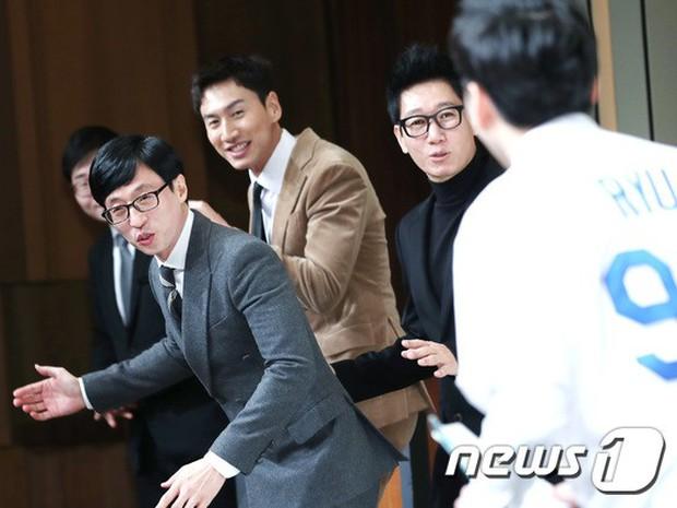 Đám cưới hội tụ toàn sao khủng: Lee Kwang Soo bỗng điển trai, Phạm Băng Băng Hàn Quốc bị mỹ nhân vô danh đè bẹp - Ảnh 3.