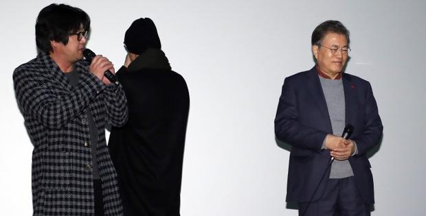 Bộ phim khiến Tổng thống Hàn Quốc rơi lệ soán ngôi Thử Thách Thần Chết tại phòng vé - Ảnh 5.