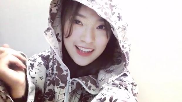 Khánh Vy mặc áo chống nắng, bắn rap cực chất bằng tiếng Anh - Ảnh 4.