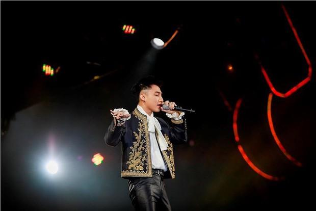 Sơn Tùng lại bạo gan đụng ý tưởng với chiếc jacket trị giá đến 1 tỷ 4 của G-Dragon - Ảnh 1.