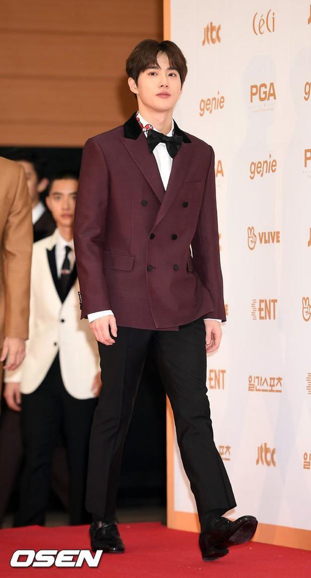Thảm đỏ Golden Disc Awards: Bạn gái cũ Hyunbin trễ nải khoe ngực đầy bên Taeyeon diêm dúa, EXO và BTS đọ vẻ điển trai - Ảnh 26.