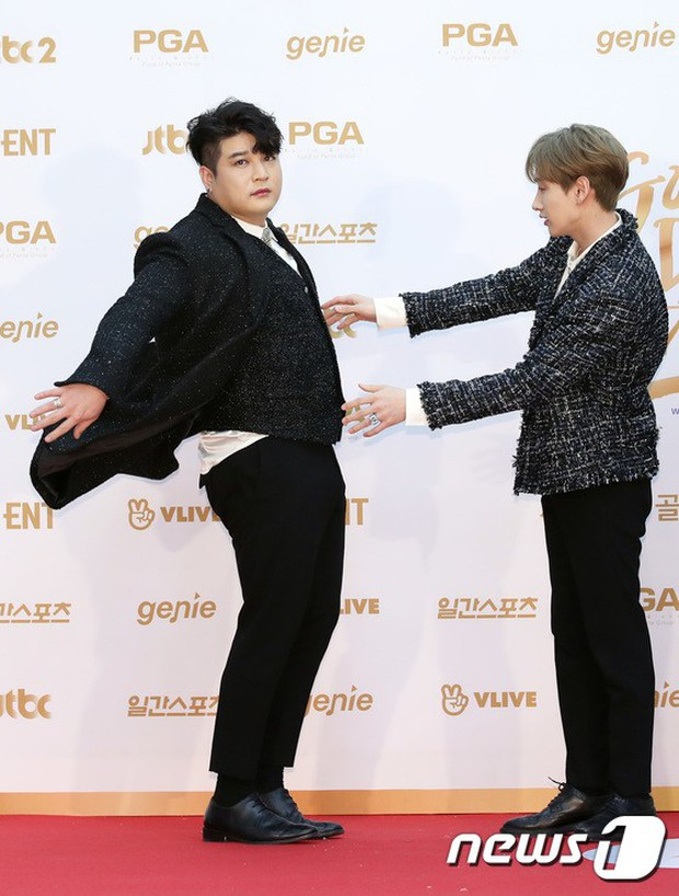 Thảm đỏ Golden Disc Awards: Bạn gái cũ Hyunbin trễ nải khoe ngực đầy bên Taeyeon diêm dúa, EXO và BTS đọ vẻ điển trai - Ảnh 37.