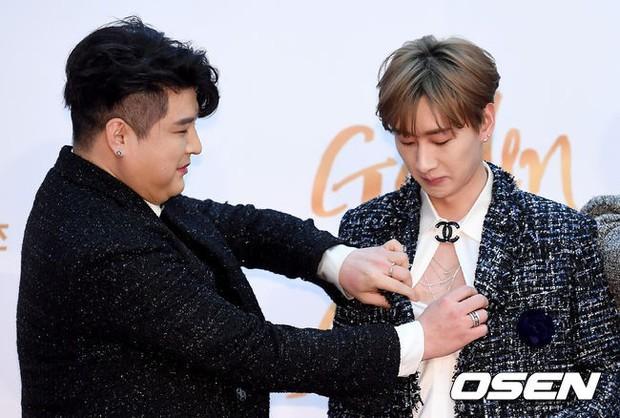 Thảm đỏ Golden Disc Awards: Bạn gái cũ Hyunbin trễ nải khoe ngực đầy bên Taeyeon diêm dúa, EXO và BTS đọ vẻ điển trai - Ảnh 38.