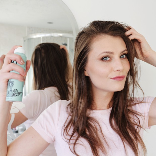 Con gái ai cũng hay gặp tình trạng tóc rụng cả nắm chỉ vì những thói quen này - Ảnh 4.