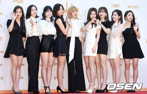 Thảm đỏ Golden Disc Awards: Bạn gái cũ Hyunbin trễ nải khoe ngực đầy bên Taeyeon diêm dúa, EXO và BTS đọ vẻ điển trai - Ảnh 18.