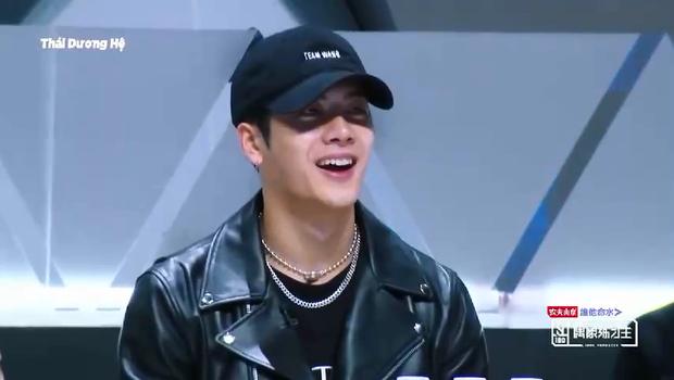 Biểu cảm khác biệt của Jackson (GOT7) & Lay (EXO) khi xem thí sinh Produce 101 Trung Quốc biểu diễn - Ảnh 3.