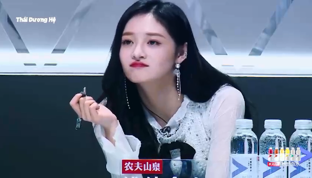 Biểu cảm khác biệt của Jackson (GOT7) & Lay (EXO) khi xem thí sinh Produce 101 Trung Quốc biểu diễn - Ảnh 4.