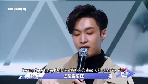 Biểu cảm khác biệt của Jackson (GOT7) & Lay (EXO) khi xem thí sinh Produce 101 Trung Quốc biểu diễn - Ảnh 9.