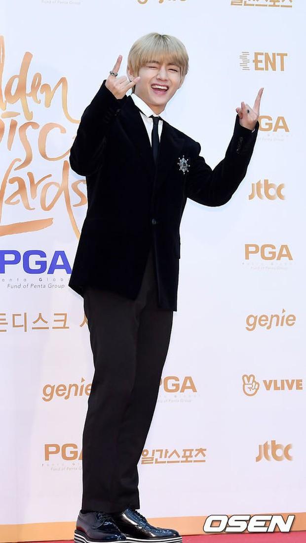 Thảm đỏ Golden Disc Awards: Bạn gái cũ Hyunbin trễ nải khoe ngực đầy bên Taeyeon diêm dúa, EXO và BTS đọ vẻ điển trai - Ảnh 22.