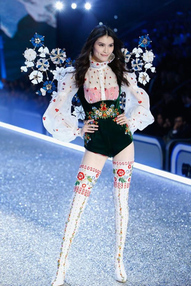 Chân dài Victorias Secret đình đám Sui He bất ngờ khoe loạt ảnh gợi cảm tại Nha Trang - Ảnh 14.