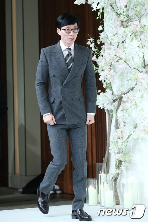Đám cưới hội tụ toàn sao khủng: Lee Kwang Soo bỗng điển trai, Phạm Băng Băng Hàn Quốc bị mỹ nhân vô danh đè bẹp - Ảnh 4.
