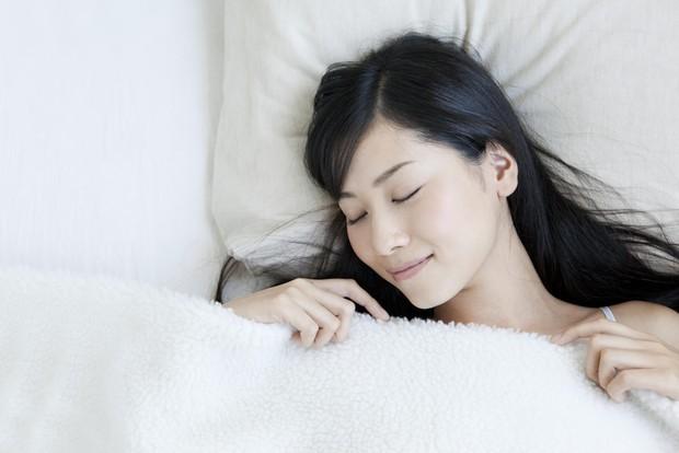 Nếu bị mất ngủ thường xuyên thì bạn nên thử những phương pháp này - Ảnh 1.