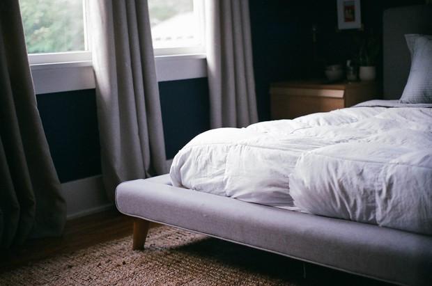 Nếu bị mất ngủ thường xuyên thì bạn nên thử những phương pháp này - Ảnh 2.