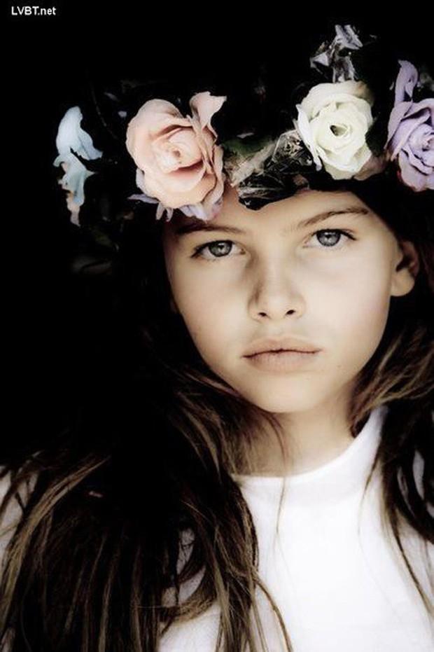 Khó tin vẻ ngoài của người mẫu nhí từng được mệnh danh cô bé đẹp nhất thế giới, gây tranh cãi với bộ ảnh gợi cảm sau 11 năm - Ảnh 2.