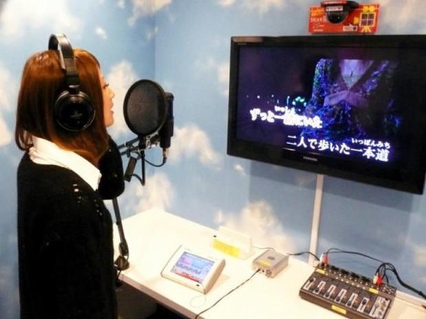 Xu hướng đi ăn, hát Karaoke một mình bùng nổ ở Nhật Bản - Ảnh 1.