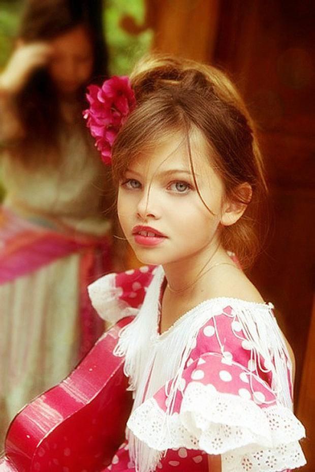 Khó tin vẻ ngoài của người mẫu nhí từng được mệnh danh cô bé đẹp nhất thế giới, gây tranh cãi với bộ ảnh gợi cảm sau 11 năm - Ảnh 3.