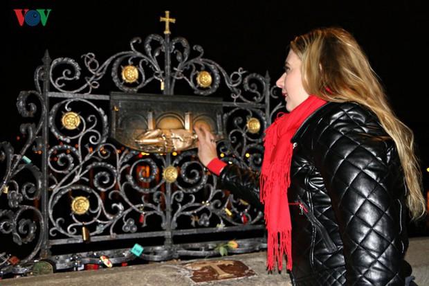 Người Séc hân hoan đón chào năm mới 2019 - Ảnh 6.