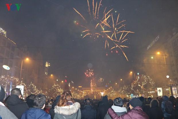 Người Séc hân hoan đón chào năm mới 2019 - Ảnh 7.