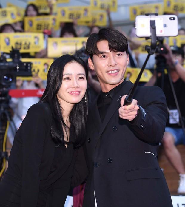 Nhìn Son Ye Jin và Hyun Bin tình tứ, có thái độ đáng ngờ như thế này bảo sao ai cũng thi nhau đẩy thuyền - Ảnh 12.