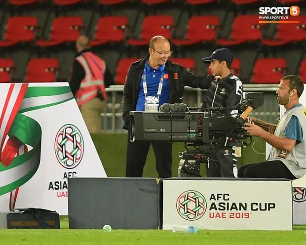Nụ cười của thầy Park và sự thích ứng với thất bại của đội tuyển Việt Nam - Ảnh 1.