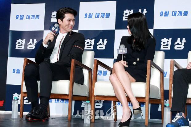 Nhìn Son Ye Jin và Hyun Bin tình tứ, có thái độ đáng ngờ như thế này bảo sao ai cũng thi nhau đẩy thuyền - Ảnh 6.