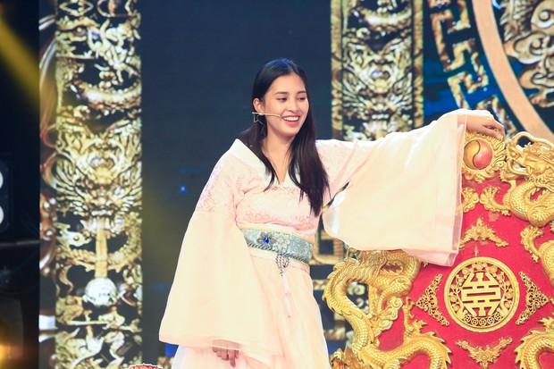 Hoa hậu Tiểu Vy lần đầu thử khả năng diễn xuất, đóng Táo 2019 cùng Mr Đàm, Cẩm Ly - Ảnh 6.