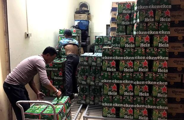 Phát hiện kho chứa hơn 1.000 thùng bia, nước ngọt không rõ nguồn gốc ở Hải Phòng - Ảnh 1.