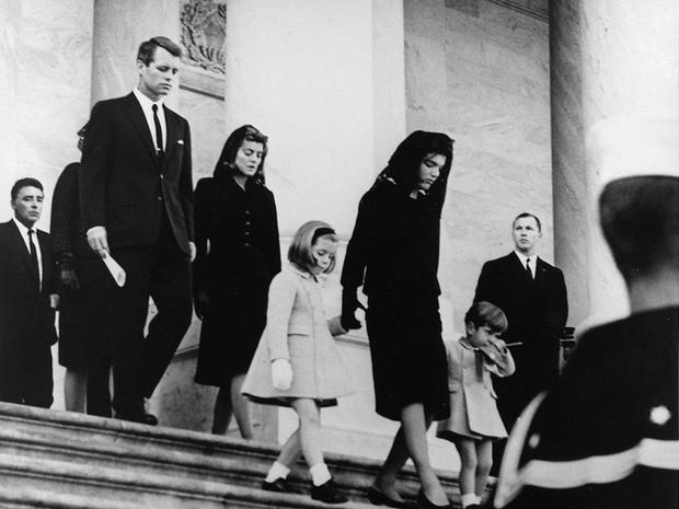 Đệ nhất phu nhân Jackie Kennedy: Mạnh mẽ vượt qua nỗi đau mất con, chồng chết ngay trước mắt và biểu tượng thời trang sống mãi với thời gian - Ảnh 18.