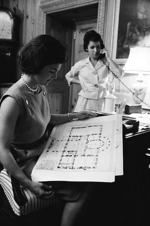 Đệ nhất phu nhân Jackie Kennedy: Mạnh mẽ vượt qua nỗi đau mất con, chồng chết ngay trước mắt và biểu tượng thời trang sống mãi với thời gian - Ảnh 3.