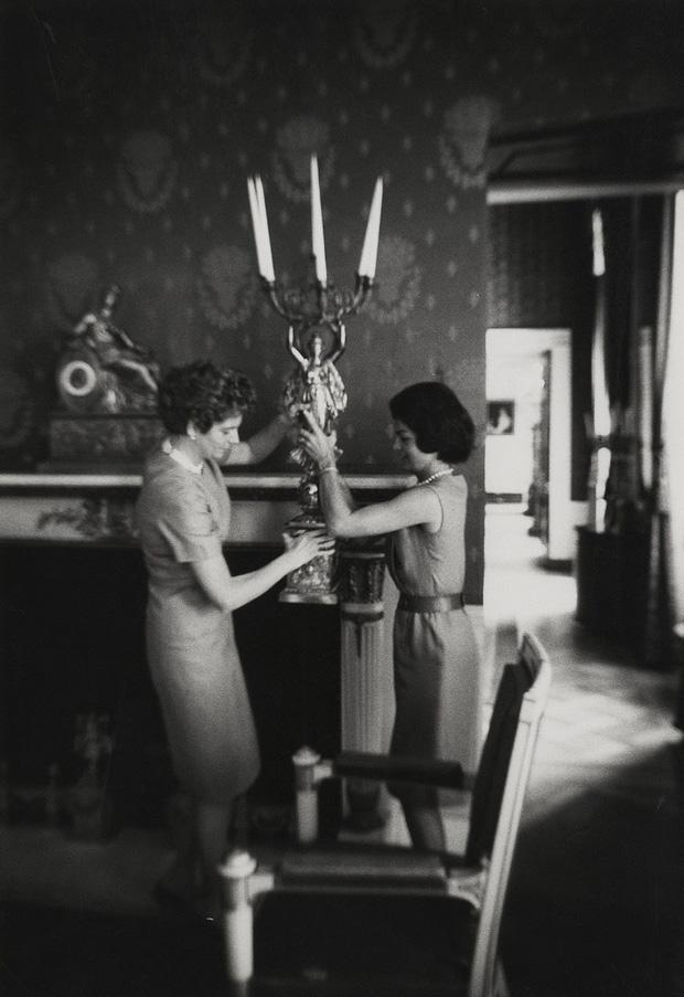 Đệ nhất phu nhân Jackie Kennedy: Mạnh mẽ vượt qua nỗi đau mất con, chồng chết ngay trước mắt và biểu tượng thời trang sống mãi với thời gian - Ảnh 4.