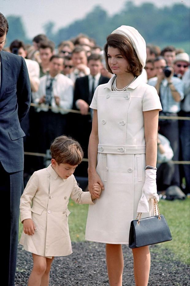 Đệ nhất phu nhân Jackie Kennedy: Mạnh mẽ vượt qua nỗi đau mất con, chồng chết ngay trước mắt và biểu tượng thời trang sống mãi với thời gian - Ảnh 5.