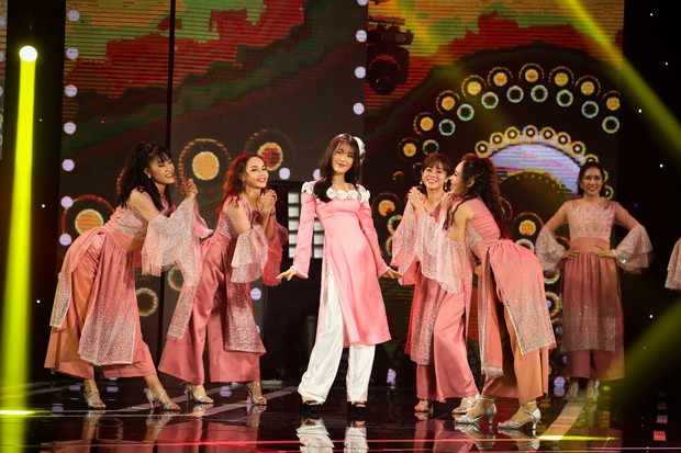 Hồ Ngọc Hà lần đầu trình diễn ca khúc mới, cùng dàn sao Việt đình đám hội ngộ trong chương trình nhạc Xuân 2019 - Ảnh 4.