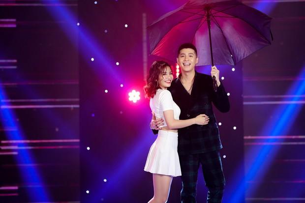 Hồ Ngọc Hà lần đầu trình diễn ca khúc mới, cùng dàn sao Việt đình đám hội ngộ trong chương trình nhạc Xuân 2019 - Ảnh 8.