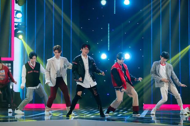 Hồ Ngọc Hà lần đầu trình diễn ca khúc mới, cùng dàn sao Việt đình đám hội ngộ trong chương trình nhạc Xuân 2019 - Ảnh 10.