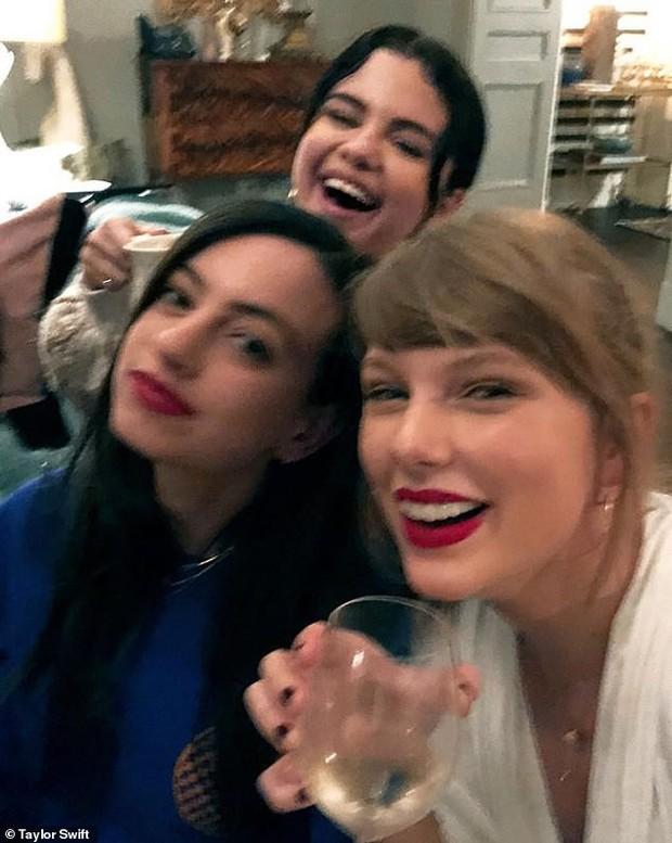Lộ bằng chứng cho thấy sự thật về tin đồn đôi bạn thân Taylor Swift và Selena Gomez nghỉ chơi - Ảnh 1.