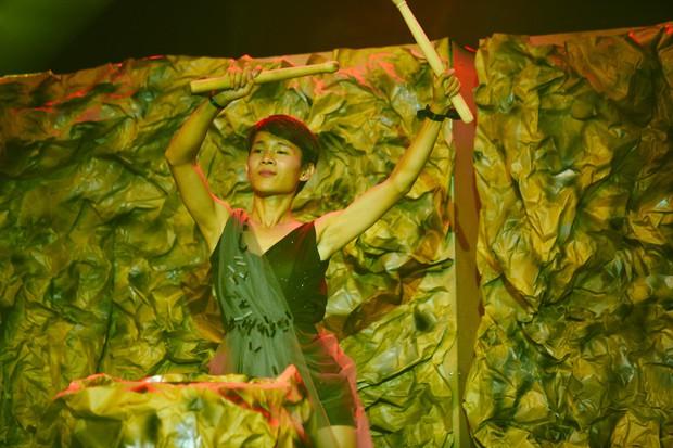 2 nhan sắc chuyển giới Hương Giang - Yoshi đọ mặt mộc trong buổi tổng duyệt Chung kết The Tiffany Vietnam - Ảnh 11.