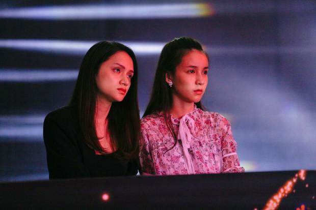 2 nhan sắc chuyển giới Hương Giang - Yoshi đọ mặt mộc trong buổi tổng duyệt Chung kết The Tiffany Vietnam - Ảnh 4.