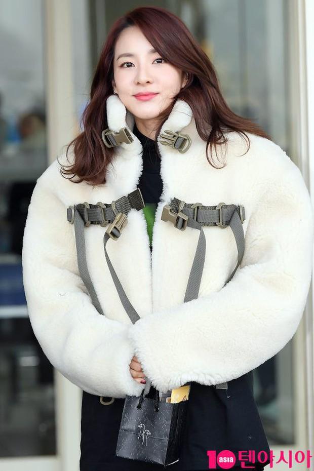 Nữ thần Irene đẹp xuất thần nhưng spotlight lại thuộc về Taeyeon chân dài khó tin và Dara đẹp đỉnh cao - Ảnh 13.