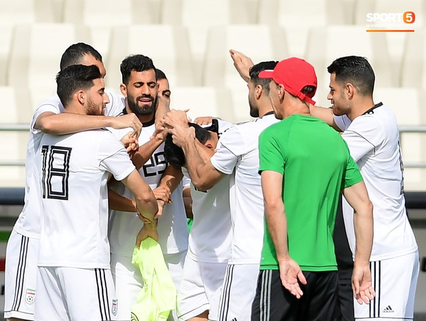 Tuyển Việt Nam cần dè chừng với thủ môn Iran có tài lẻ ném bóng kiến tạo cực kỳ đẳng cấp - Ảnh 7.