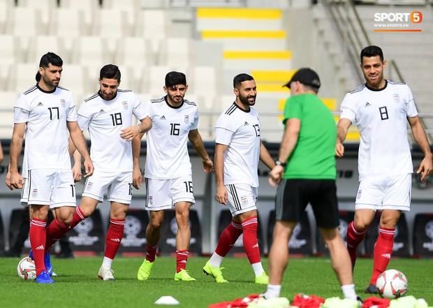 Tuyển Việt Nam cần dè chừng với thủ môn Iran có tài lẻ ném bóng kiến tạo cực kỳ đẳng cấp - Ảnh 10.