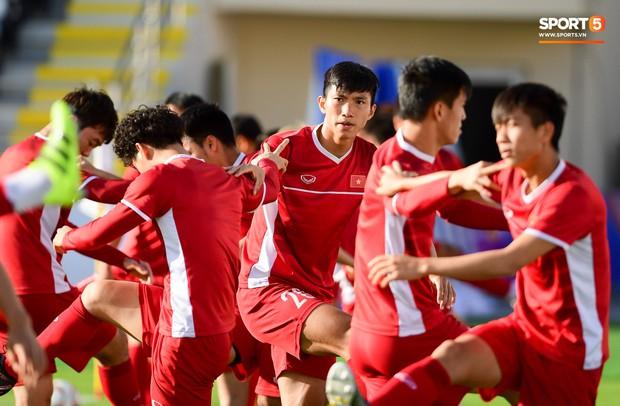Xuân Trường rớm mồ hôi, tuyển Việt Nam vất vả thích nghi với cái nắng chói chang trước ngày đấu Iran - Ảnh 5.