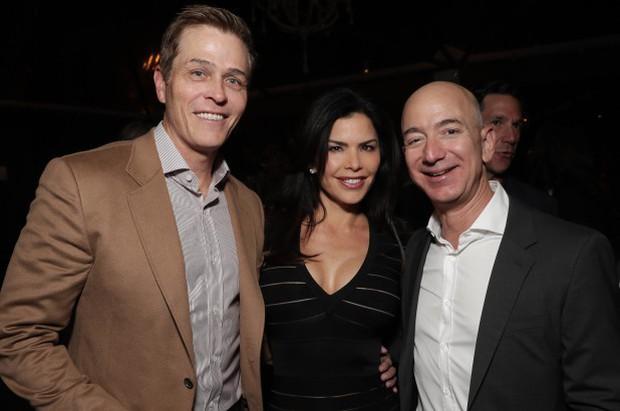 Lộ thông tin ông chủ Amazon gửi hàng loạt tin nhắn và hình ảnh nhạy cảm cho người tình bí mật - Ảnh 3.