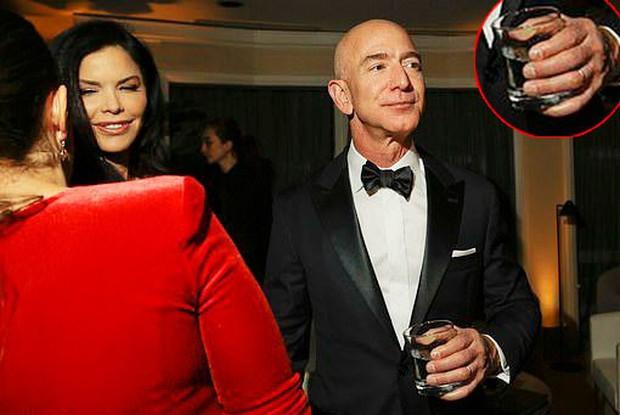Lộ thông tin ông chủ Amazon gửi hàng loạt tin nhắn và hình ảnh nhạy cảm cho người tình bí mật - Ảnh 2.