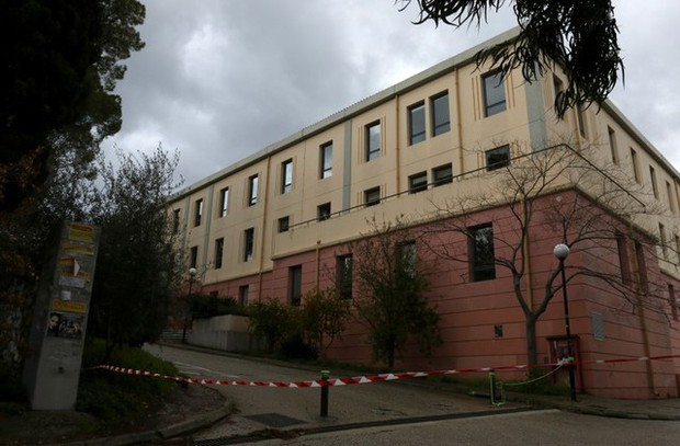 Điều tra khủng bố vụ 12 trường đại học nhận được thư chứa chất gây dị ứng hô hấp - Ảnh 1.