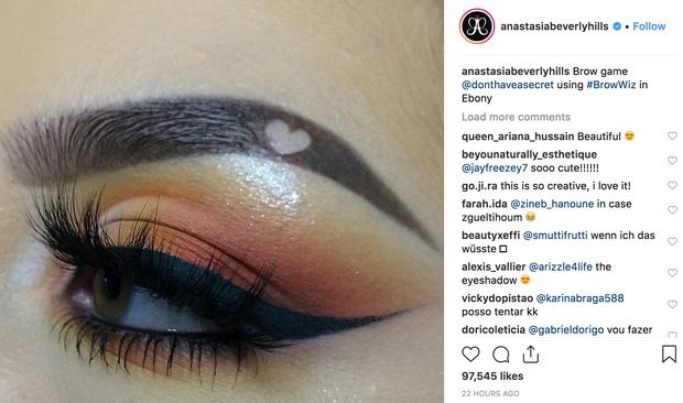 Từ hàng mày cụt đuôi, cô nàng này đã nghĩ ra kiểu lông mày trái tim siêu cute khiến cả Instagram muốn bắt chước - Ảnh 2.