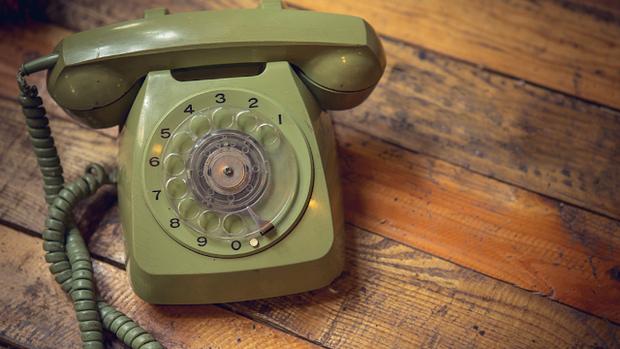 Chết cười với thế hệ 10x: Ngơ ngác với điện thoại quay số, tốn 5 phút không mò nổi cách dùng - Ảnh 3.